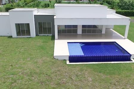 Casa nueva amoblada - CERRITOS
