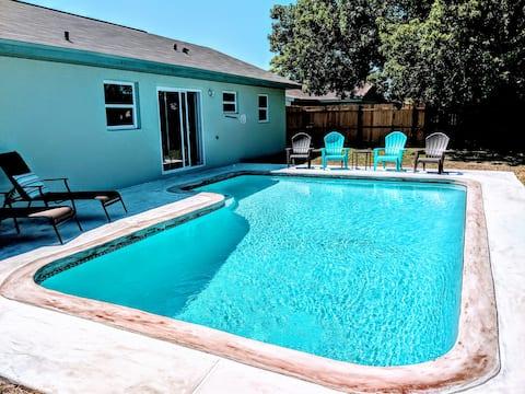 """""""Wet Feet Retreat"""" pool home"""