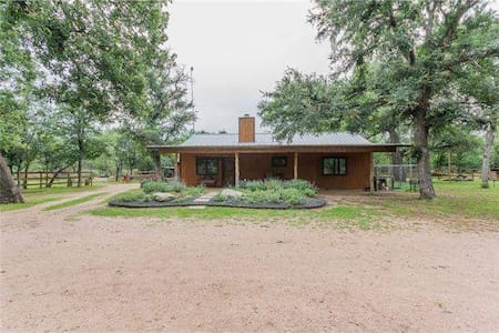 Country home by Sweet Berry Farm, Marble Falls