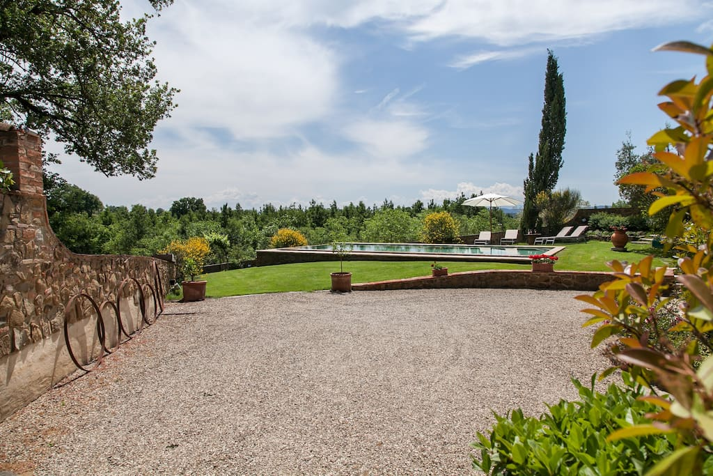 Pool of thr villa for rent in Tuscany