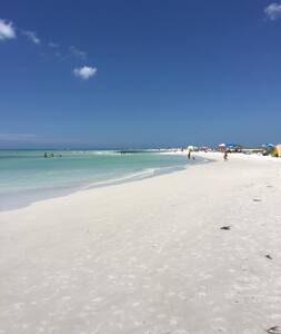 Beachfront 3 Bedroom Luxury Condo-Ocean Views! - Siesta Key - Huoneisto