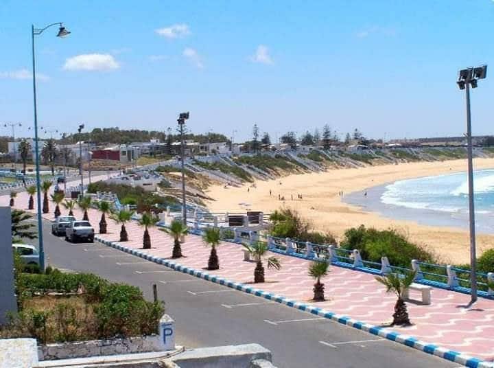 App au centre de sidibouzid 10 à pieds pour plage