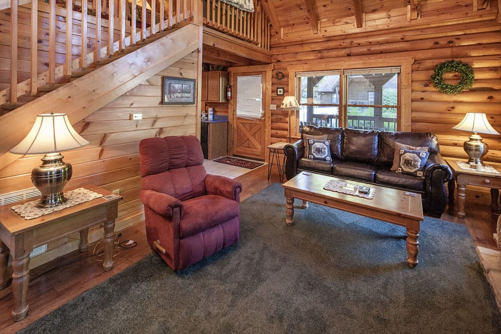 Er36 cozy creekside great location close to town for Creekside cabins in pigeon forge tn