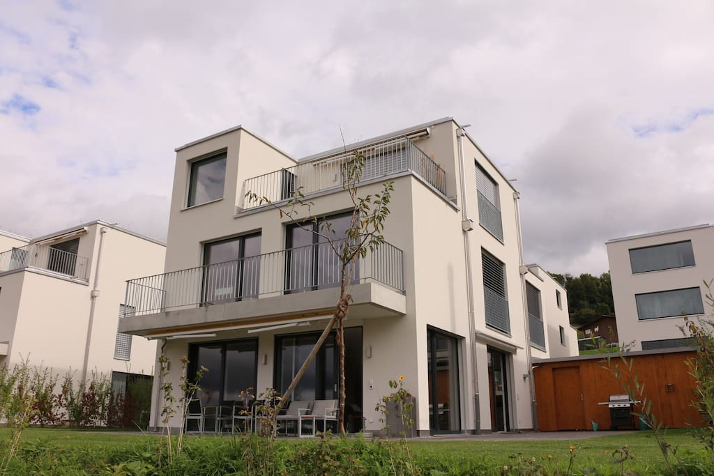 Modern bright 6 5 rooms family house near zurich houses for Modern house zurich