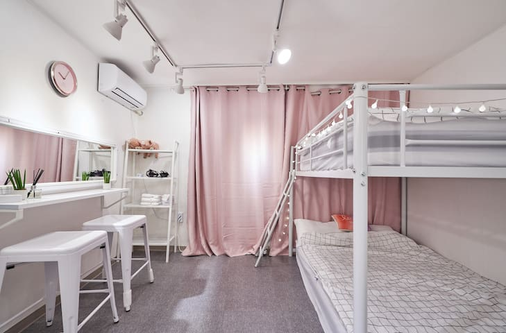 5♥2PIG♥3min from hongdae station#private room
