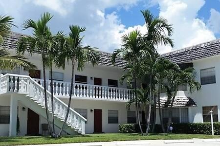 La Doral on the Inlet 1 bed/1 bath unit # 8 - Palm Beach Shores - Boutique-hotelli