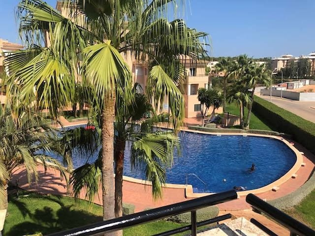 Fantastic Apartment pool wifi Air Con and Heating