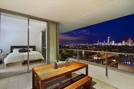 Relax or explore the GC from this luxury unit - Broadbeach Waters - Wohnung