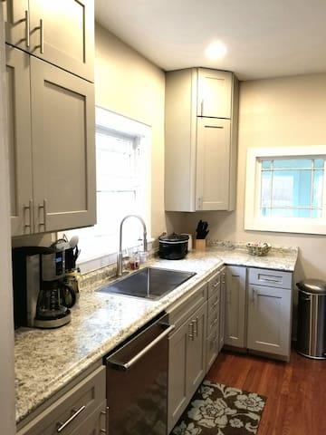 Full Kitchen 1/2