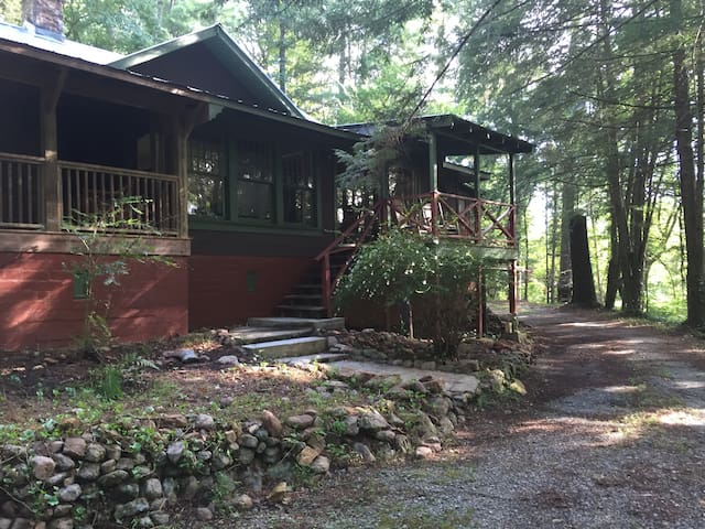 Historic Cabin Near Lake Rabun! 3 Bedroom/2 Bath - Lakemont - Kulübe