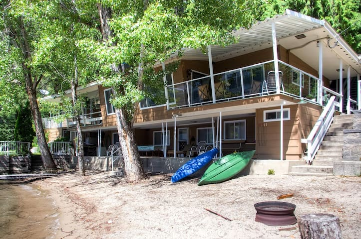 Absolute lakefront location with lovely sand beach. - Bayside Retreat Plus Sleep House