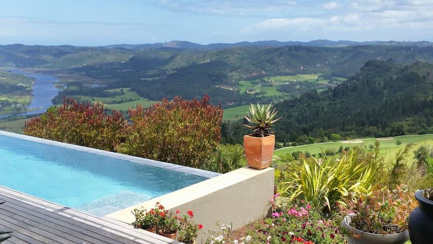 Views, sunlight, stunning pool, entertainers dream