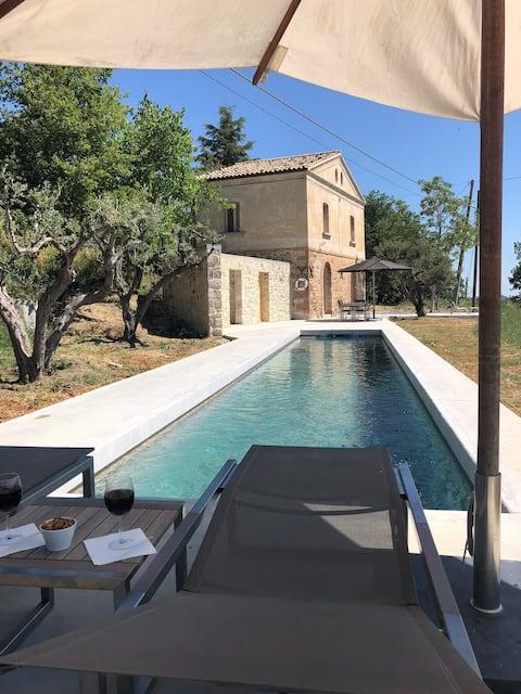 Wyjątkowy dom z prywatnym basenem i wspaniałym widokiem