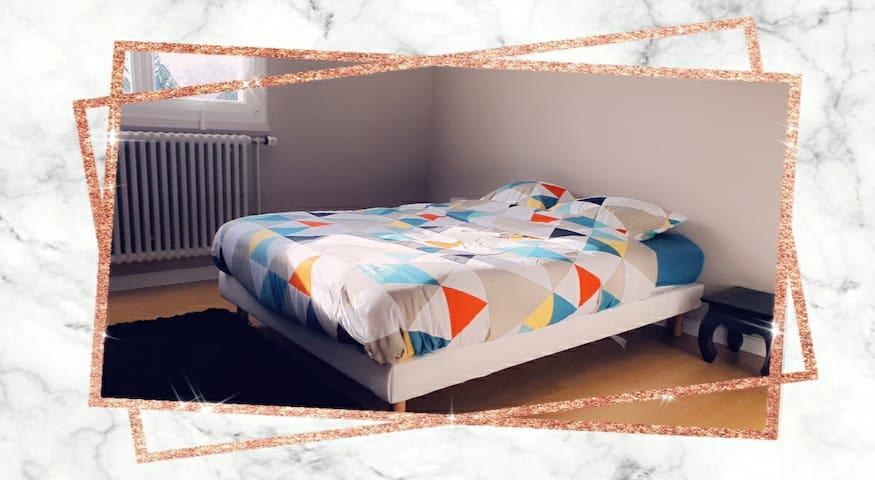 jolie chambre (dans maison propre et désinfectée)