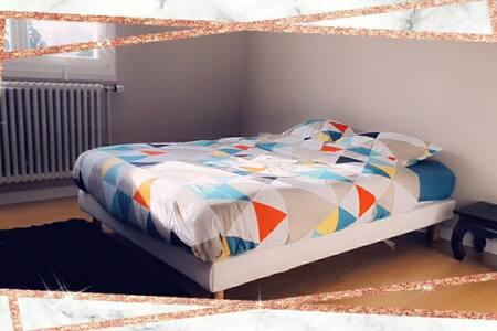 jolie chambre 2(maison propre et désinfectée)