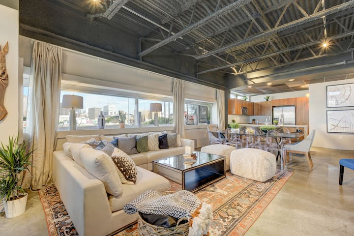 Picturesque & Modern Oasis | E 6th St