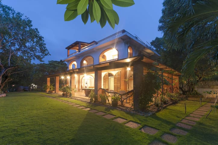 Amihan-Home Family Room with Balcony