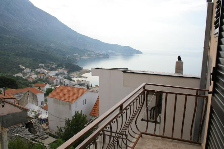 Three bedroom apartment with terrace and sea view Igrane, Makarska (A-2650-a)