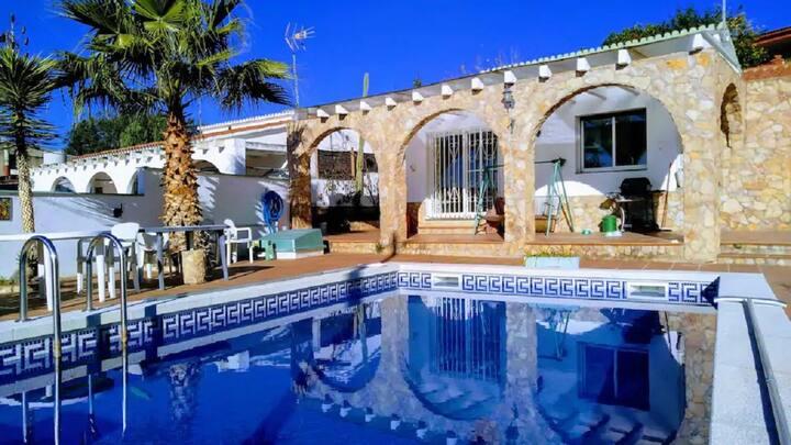 Villa LLORET BLAU,  Costa Brava, 10 personas.