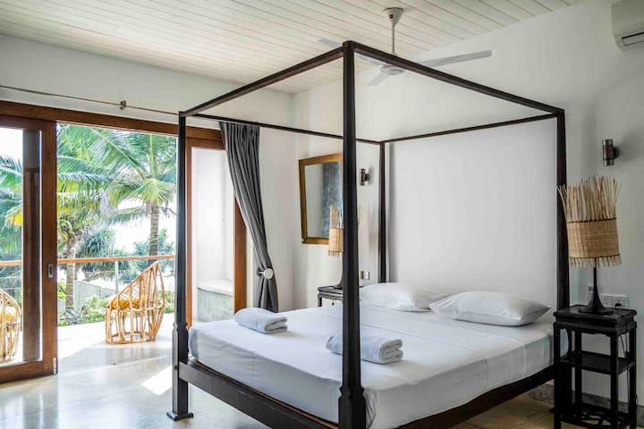 Gitano Beach // Rella 'Wave' Beachfront King Suite