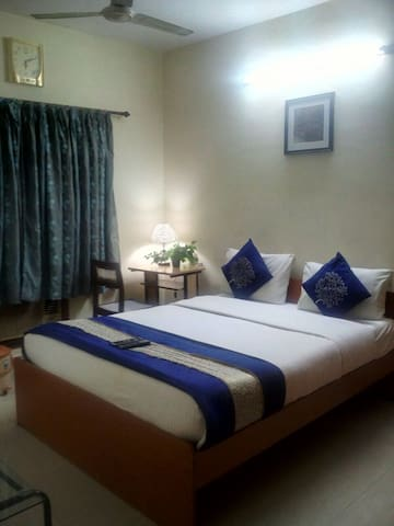 Posh BnB Nr Gemini Circle, Chennai - Chennai - Bed & Breakfast