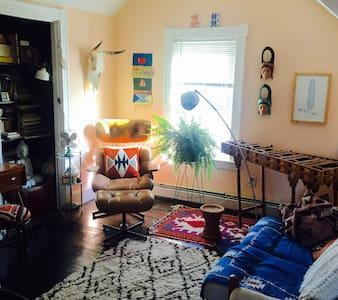 Private Room in the heart of Olneyville! - โพรวิเดนซ์ - อพาร์ทเมนท์