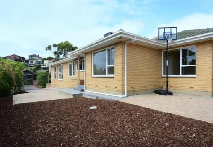 SEACOMBE HEIGHTS, 5 bedroom-2 bathrooms [Adelaide]