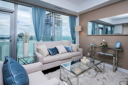 Luxurious Downtown Suite with Sky-High Lake Views - Toronto - Appartamento