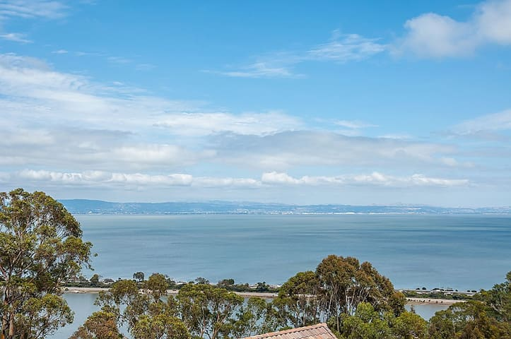 In-law Unit w/ Expansive Bay Views - Brisbane - Apartment