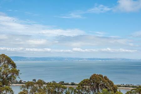 In-law Unit w/ Expansive Bay Views - Brisbane