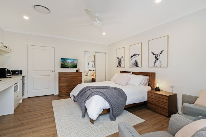 Studio includes drawers and robe storage. Coffee machine, microwave and fridge. Queen bed with Sheridan linen.