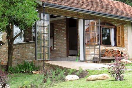 Casa da Sofia  ótimo para famílias-  até 4 pessoas - Canela - Hus