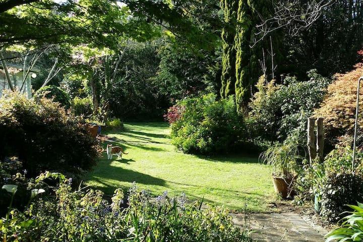Powered Camper Site, Beautiful Glenbervie Gardens - Glenbervie