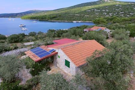 Two Bedroom Remote cottage, beachfront in Tkon - island Pasman