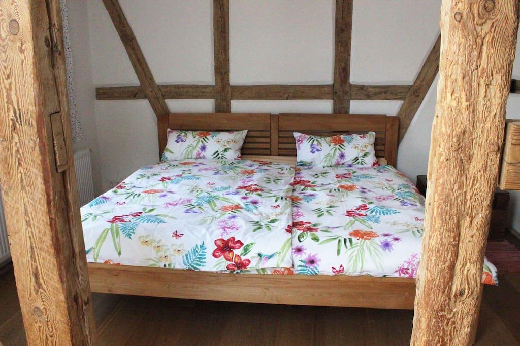 Schlafzimmer große Wohnung, Doppelbett extrabreit