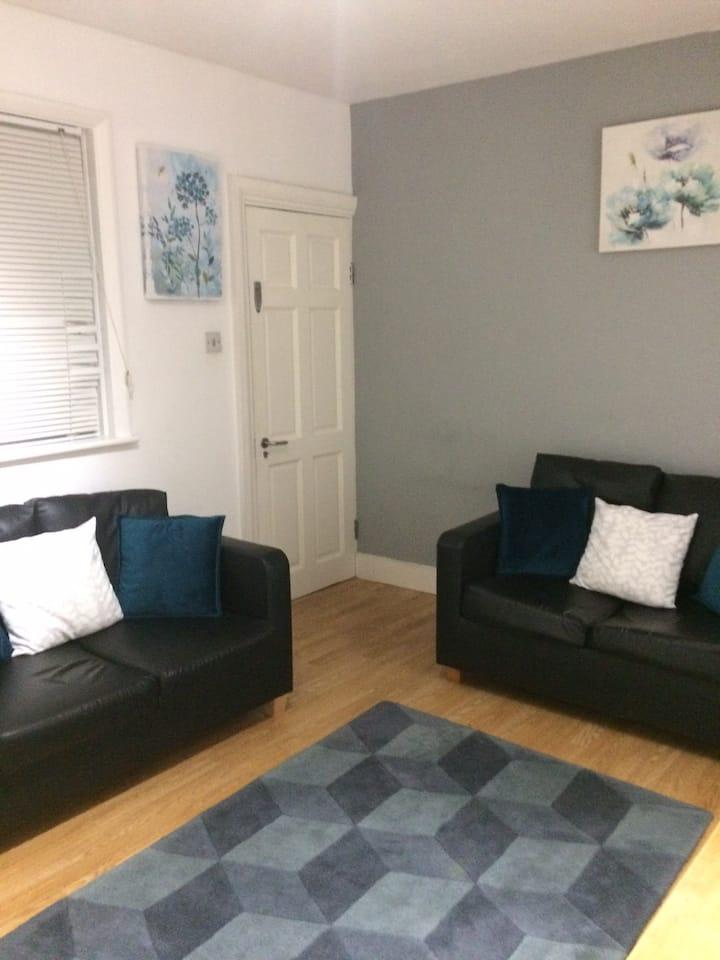 Cosy Zone2 1bed, bathroom, kitchen & living area