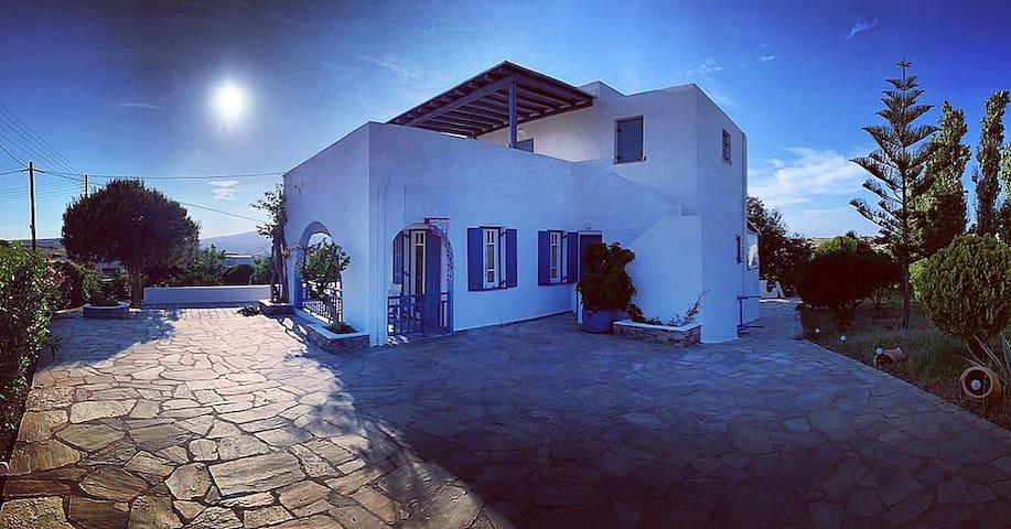 ChoraKythnos_Home