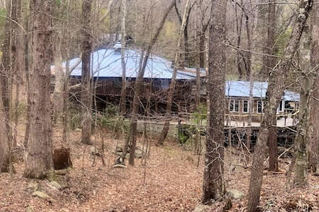 Arrowhead Lodge in Jefferson National Forest