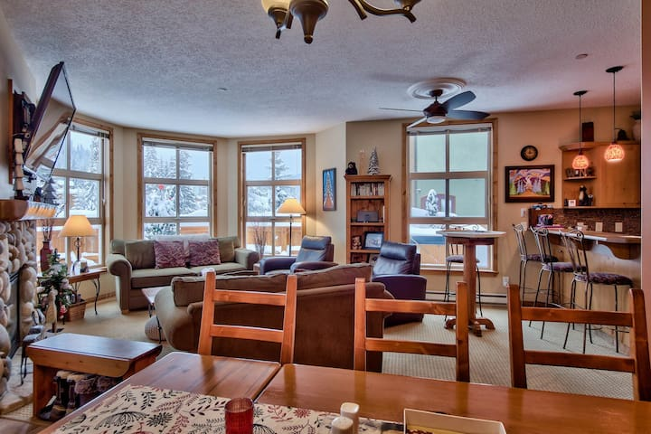 New Listing! Close to everything. - Sun Peaks - Adosado
