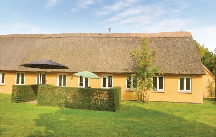 Former farm house with 2 bedrooms on 85m² in Stege