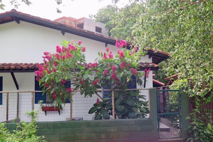 Casinha em condomínio em frente a praia do Pereque - Ilhabela - House