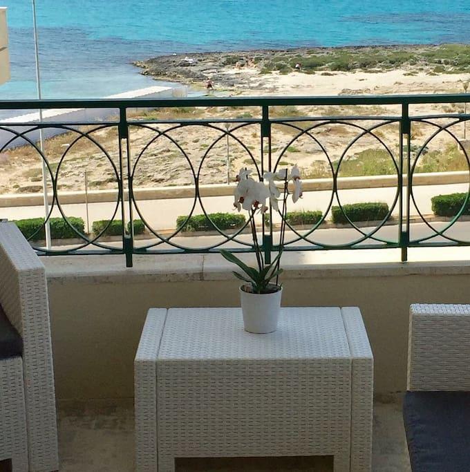 Vista fronte mare sala colazione