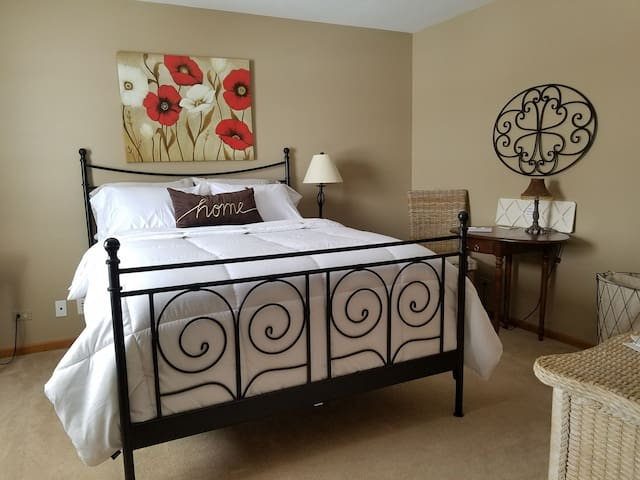 THE GREAT ESCAPE! COME STAY IN THE SERENITY ROOM!