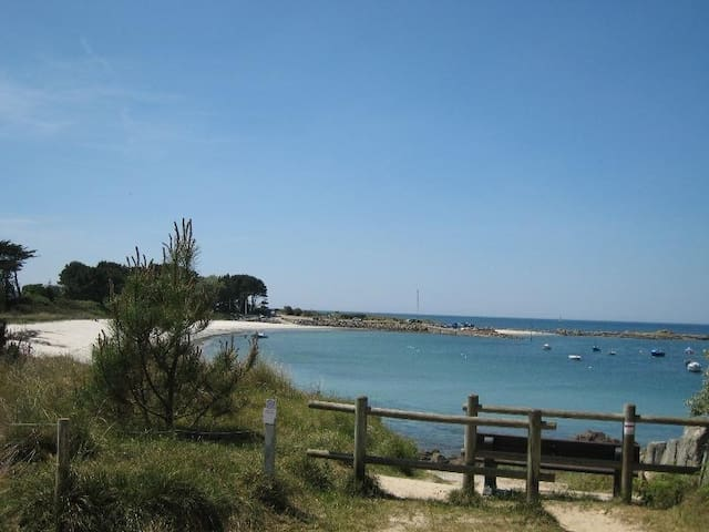 Grande maison, la plage à pied, 400m  (free WIFI) - Trégunc