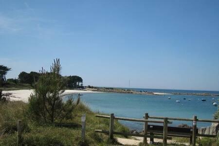 Grande maison, la plage à pied, 400m  (free WIFI) - Trégunc - Дом