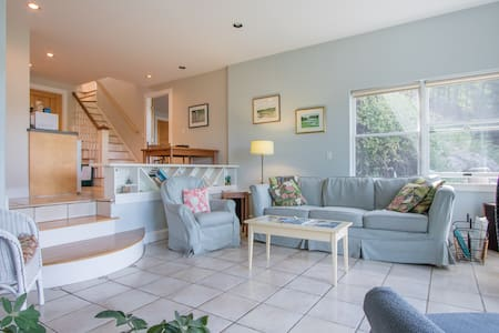 Gorgeous Waterfront Apartment - West Bath
