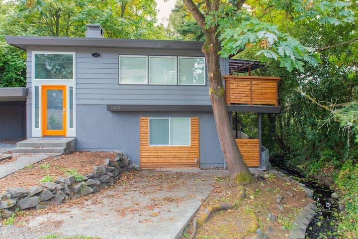 Modern Renovated House. Sleeps 14! - Seattle - House
