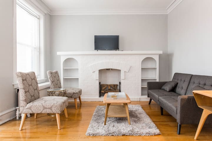 Airy Vintage 2 Bed Lincoln Square