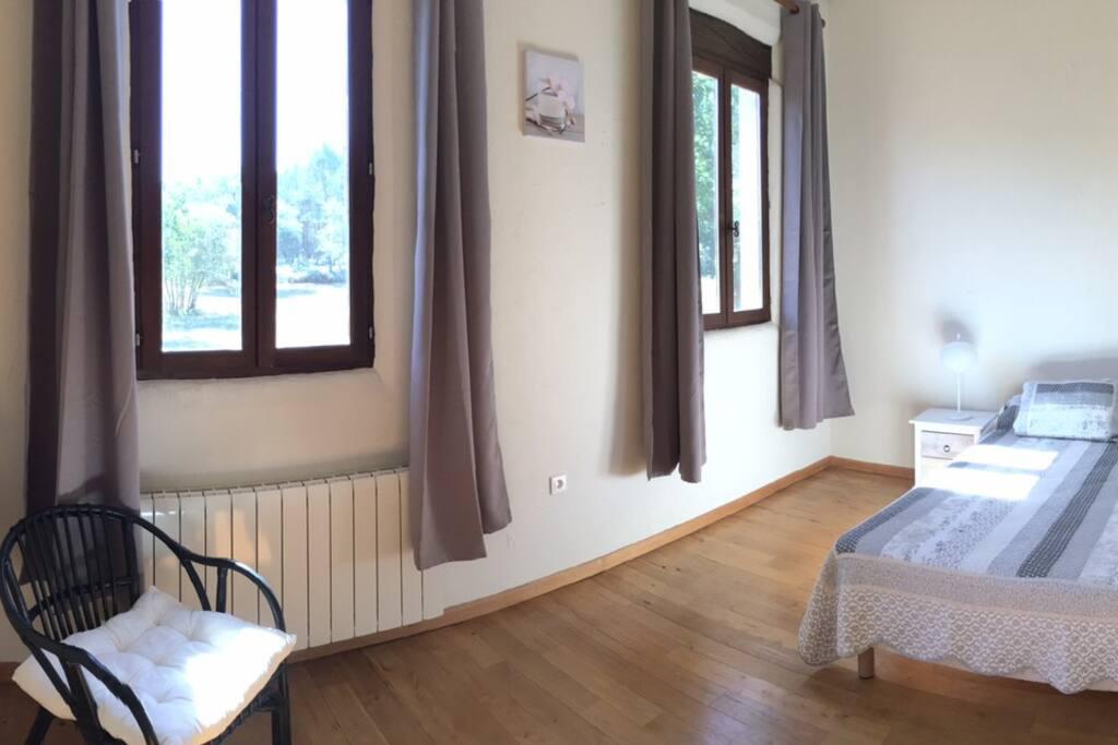 Chambre lit en 160cm et salle d'eau