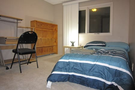 Single-Bed, 2-minute walk to C-train - Calgary - Casa